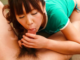 Teen honey Maki Sakashita on her knees sucking a stiffy.